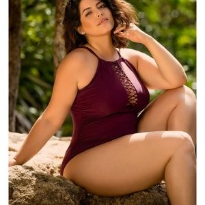 🆕 Raisins Curve One Piece Swimsuit in Maroon